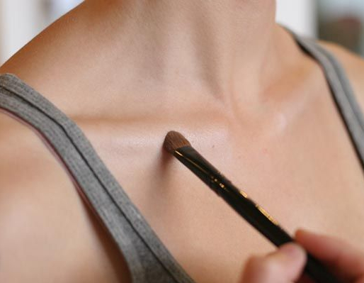 highlighting-collarbone
