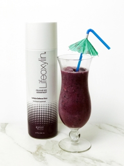 Lifeoxylin Smoothie with straw